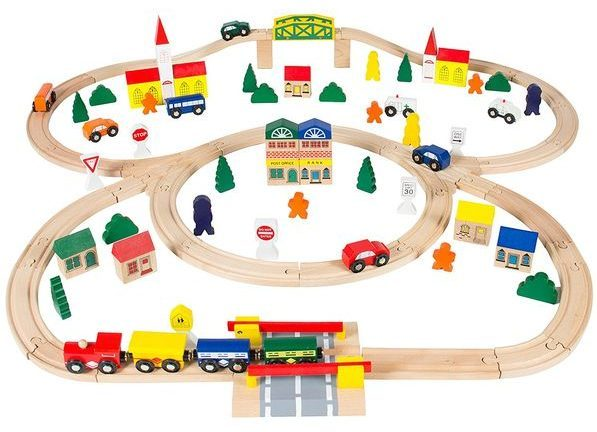 Train play fun game for boys at the age of 3